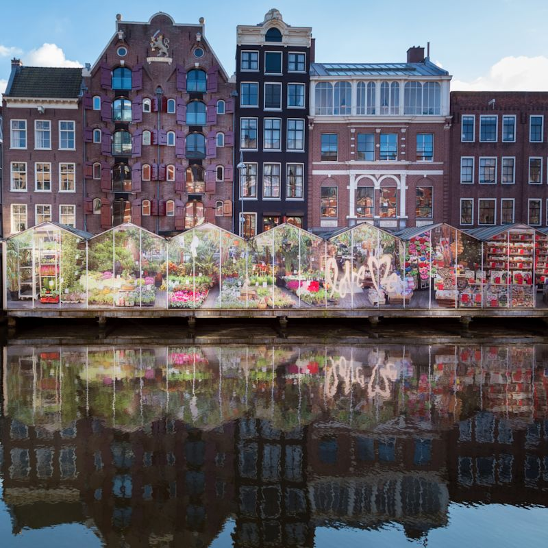 花が並ぶアムステルダム
